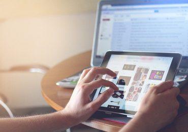 Une tablette qui intègre le sens du toucher